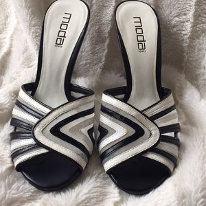 Mods spana black and white heels